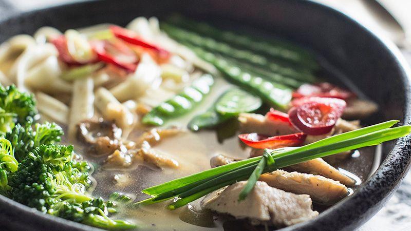 Apa Benar Sup Ayam Hangat Bisa Menyembuhkan Flu dan Pilek?