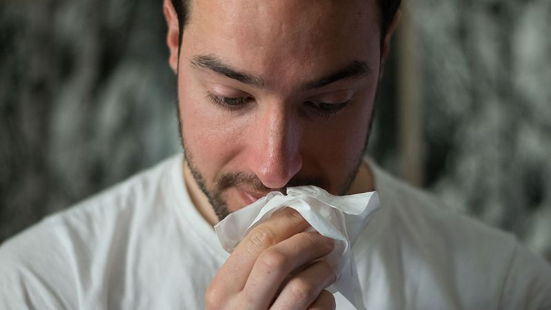 7 Cara Atasi Batuk Saat Pilek atau Flu