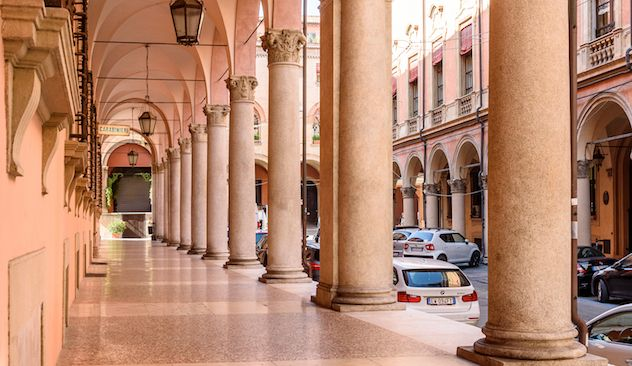 Bologna, Kota Selasar Abad Pertengahan
